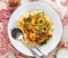 Krämig pastarätt full av goda smaker! Med purjolök, champinjoner, soltorkade tomater, ryggbiff, grädde och saffran är det svårt att misslyckas och middagen står på bordet inom en halvtimme.