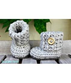 Crochet baby booties, how nice www. Crochet Boot Socks, Knitted Baby Boots, Crochet Mitts, Booties Crochet, Crochet Slippers, Diy Crochet, Baby Booties, Crochet Baby Clothes, Kids Fashion