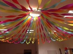 Crepe paper is the basis of the carnival party. Grateful material because it - heart - Crepe paper is the basis of the carnival party. Grateful material because it - Diy Birthday Decorations, School Decorations, Crepe Paper Decorations, Streamer Decorations, Crepe Paper Streamers, Decorating With Streamers, Cheap Party Decorations, Diy And Crafts, Crafts For Kids
