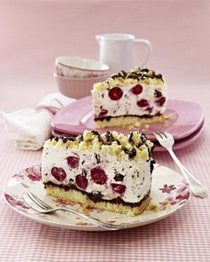 Kirsch-Stracciatella-Torte Our popular recipe for cherry stracciatella cake and over more free recipes on LECKER. Delicious Cake Recipes, Easy Bread Recipes, Yummy Cakes, Sweet Recipes, Baking Recipes, Yummy Food, Cake Cookies, Cupcake Cakes, Cupcakes