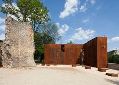 Budapest architects MARP have replaced the missing corner of a ruined Renaissance palace with a Corten steel lookout point.