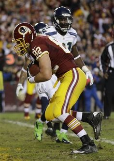 Washington Redskins tight end Logan Paulsen carries the ball into the end zone for a touch down during the first half of an NFL wild card playoff football game against the Seattle Seahawks in Landover, Md., Sunday, Jan. 6, 2013. (AP Photo/Matt Slocum)