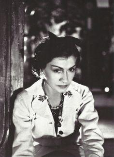 1937.........COCO CHANEL........PHOTO DE BORIS  LIPNITZKI......................SOURCE FANTOMAS EN CAVALE.TUMBLR.COM..........