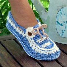 Slippers Crochet Pattern Adult Button Loafers in 3 Sizes PDF 16 Crochet Crafts, Crochet Projects, Free Crochet, Knit Crochet, Crochet Baby, Crochet Lego, Crochet House, Diy Crafts, Crochet Boots