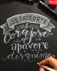 Esta aí uma oração que tenho que fazer todo dia {meta 2019} . Seja Forte e Corajosa Cristhiane não se apavore e nem desanime! Pois o Senhor o seu Deus estará com vc por onde você andar. Josué 1.9 . . #MeuCadernodeOracao #feitoamao #hande #handmade #handemade #handelettering #lettering #letters #letteringwithlove #caligrafia #caligraphy  #letteringbyKite #devocional #chalkboard #chalkboardart #paredelousa #modercaligraphy Lettering Tutorial, Lettering Design, Jesus Faith, Jesus Christ, Drawing Letters, Letter E, Jesus Freak, Typography Letters, Christian Quotes