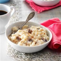Old-Fashioned Rice Pudding Recipe- Recipes This comforting dessert is a wonderful way to end any meal. As a girl, I always waited eagerly for the first heavenly bite. Today, my husband likes to top his with a scoop of ice cream. Rice Pudding Recipes, Pudding Desserts, Dessert Recipes, Recipe For Rice Pudding With Raisins, 100 Calories, Cannoli, Home Recipes, Cooking Recipes, Dairy Recipes