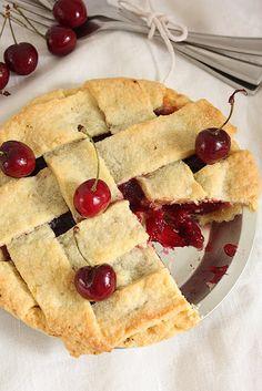 A fresh Cherry Pie - Recipe Fresh Cherry Pie Recipe, Cherry Recipes, Pie Shop, Sweet Pie, Sweet Cherries, Sweet Tooth, Dessert Recipes, Dessert Ideas, Sweet Treats