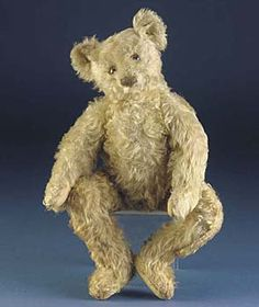 A rare Steiff centre-seam teddy bear c. 1908 - A dream to have one of these
