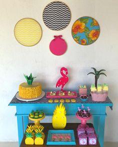 Festa Flamingo: 90 fotos + tutoriais para uma comemoração incrível Flamingo Birthday, Flamingo Party, 24th Birthday, Birthday Parties, Luau Pool Parties, 30th Party, Zeina, Tropical Party, Ideas Para Fiestas