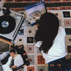 Reminiscing 📀 discovered by Nelia on We Heart It Retro Aesthetic, Aesthetic Photo, Hip Hop, Music School, Vintage Soul, Old Soul, Beautiful Mind, Poses, Picture Wall