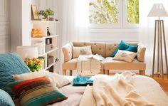 Dormitorio principal. El mueble bajo la ventana es un diseño realizado a medida por Vivestudio.