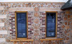 Notice the lintel above the window, which evenly distributes the roof load on a load bearing cordwood home.