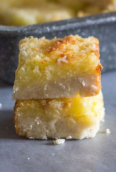 Easy Pineapple Coconut Squares, a buttery shortbread base and a delicious Coconut Pineapple filling makes this the perfect square. Coconut Squares Recipe, Coconut Recipes, Baking Recipes, Pineapple Coconut Pie Recipe, Coconut Deserts, Coconut Bars, Coconut Cream, Pie Recipes, Cookie Recipes