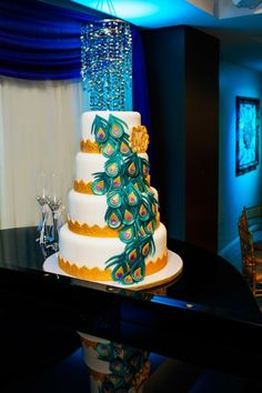 Peackock feathers | 19 Cake Ideas for Your Wedding | VOX Photography