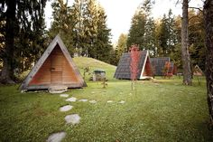 Lushna has come up with new eco-friendly tiny A-frame cabins. There are two models of the glamping cabins in the article — Villa Massive and Villa Air. Eco Cabin, Timber Cabin, Glamping, A Frame Cabin, A Frame House, Villas, Led Exterior Lighting, Simple Interior, Vacation Resorts