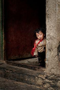 from the doorway . Tibet Kids Around The World, We Are The World, People Around The World, Around The Worlds, Poor Children, Precious Children, Beautiful Children, Pictures Of People, Cool Pictures