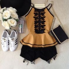 BLUSA PEPLUM   Laisa na Bandagem D/ em Renda Girly Outfits, Short Outfits, Stylish Outfits, Spring Outfits, Fashion Outfits, Diva Fashion, Fashion Looks, Neutral Outfit, Foto Art