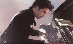 Que bien toca Edward Cullen el piano :)