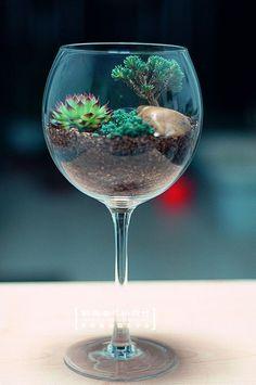 Terarrium Mini Bahçe (Cam İçerisinde Çiçek Yetiştirebilme Sanatı) Artık sizin de kendinize ait çok şık bir bahçeniz olacak bu şirin bahçe sizlere özel bitkiler ile hazırlanacak. Farklı sukulent bitkiler ile size özel hazırlanan Mini bahçeniz sizleri bekliyor.