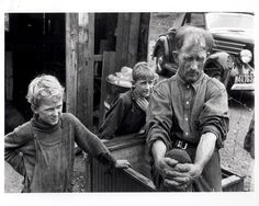 """Ex-farmer and children (1938) Photographer Ben Shahn said, """"I tried to present ordinary people in an extraordinary manner."""""""