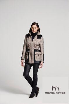 Para completar tus looks de febrero te proponemos esta #parka en tonos beig y negro que combina de forma original la ecopiel bajo los bolsillos sobrepuestos.
