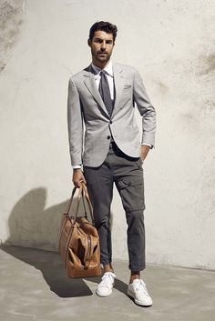 See all the Collection photos from Brunello Cucinelli Spring/Summer 2017 Menswear now on British Vogue Male Fashion Trends, Mens Fashion Blog, Fashion Moda, Fashion Week, Urban Fashion, Men's Fashion, Office Fashion, Fashion 2018, Fashion Bags