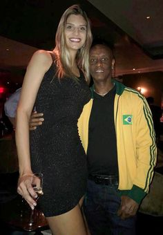 Viva Brazil - Ingrid is tall by zaratustraelsabio on DeviantArt Tall Girl Short Guy, Short Girls, Tall Girls, Tall Boyfriend Short Girlfriend, Mini Giantess, Short Couples, Tall Women Fashion, Tall People, Giant People