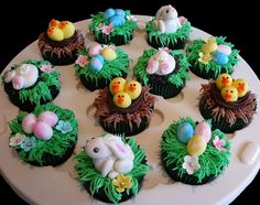 Easter Cupcakes featuring bunnies, chicks in nests and Easter eggs Ostern Cupcakes mit Hasen, Küken in Nestern und Ostereiern Easter Bunny Cupcakes, Easter Cupcakes, Easter Cookies, Easter Treats, Cupcake Recipes, Cupcake Cakes, Cupcake Ideas, Easter Deserts, Desserts Ostern