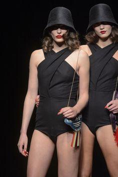 Charlotte Olympia amplia linha de acessórios na sua estreia na LFW - Vogue | Desfiles