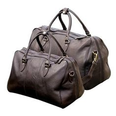 leather weekend travel bag, perfect for cabin luggage and short trips. Approved carry on size Cabin Luggage, Luggage Sets, Travel Luggage, Travel Bags, Presents For Her, Gifts For Her, Hawaii Outfits, Carry On Size, Shooting Accessories