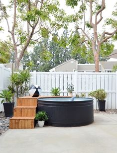 The 9 BEST stock tank pool ideas - the most creative DIY stock tank swimming pools including painted stock tank pools, pool liners inside the stock tank Stock Pools, Stock Tank Pool, Stock Tank Bench, Diy Swimming Pool, Diy Pool, Kiddie Pool, Swimming Holes, Backyard Patio, Backyard Landscaping