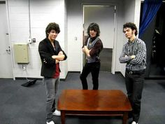 I don't know why I find this so funny. Jonas Brothers - Your Daily Dose of Jonas