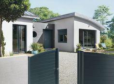 Des menuiseries extérieures 100 % coordonnées (en PVC, bois ou aluminium). Portail, porte, fenêtre, hublot, volet : rien n'a été oublié. Lapeyre.