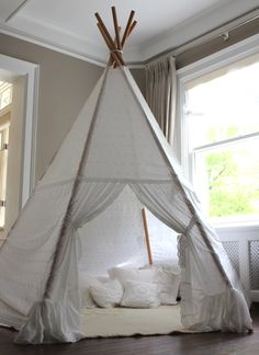 When a friend of mine pointed me towards this tutorial on A Beautiful Mess about how to make your own teepee - I jumped at the opportunity . Diy Tipi, Diy Teepee Tent, Tp Tent, Kids Tents, Teepee Kids, Teepees, Forts, Teepee For Sale, Teepee Tutorial