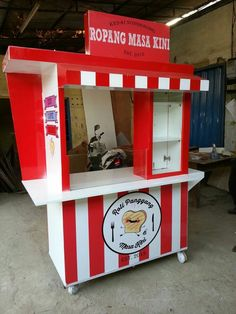 Discover recipes, home ideas, style inspiration and other ideas to try. Food Service Jobs, Chicken Store, Food Cart Design, Paper Box Template, Drink Cart, Vendor Booth, Food Stall, Makassar, Bed Wall
