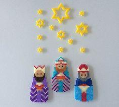 De tre vise mænd i hama perler. De tre vise mænd i hama perler. Perler Bead Designs, Hama Beads Design, Diy Perler Beads, Perler Bead Art, Pearler Beads, Hama Perler, Fuse Bead Patterns, Perler Patterns, Beading Patterns