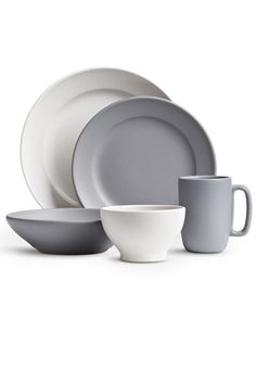 """Home Essentials The Pros Rely On: HEATH CERAMICS DINNERWARE — """"Heath Ceramics is a 60-year-old company that makes good, well-made, simple, and beautiful designs that'll forever be stylish and utilitarian. It's a dinnerware company that's used in many West Coast restaurants, and fits in beautifully in your home, as well."""" Heath Ceramics Peralta Full Dinnerware Set, $135, available at Heath Ceramics."""