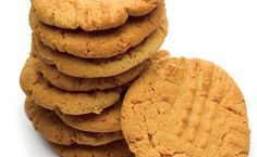 { almond flour peanut butter cookies } super quick and easy - just made these and the family approves - used coconut sugar and didn't add salt per the comments on the link {{melody}} Almond Flour Cookies, Almond Flour Recipes, Coconut Flour, Coconut Sugar, Almond Meal, Coconut Cookies, Low Carb Desserts, Gluten Free Desserts, Baking Soda Replacement