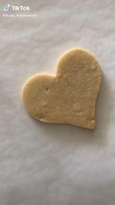 Summer Cookies, Fancy Cookies, Valentine Cookies, Heart Cookies, Iced Sugar Cookies, Royal Icing Cookies, Salted Caramel Sugar Cookie Recipe, Homemade Sugar Cookies, Sugar Cookie Icing