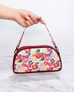 Diy Bags Patterns, Purse Patterns, Purse Pattern Sewing, Diy Bags Purses, Diy Purse, Patchwork Bags, Quilted Bag, Crazy Patchwork, Patchwork Patterns