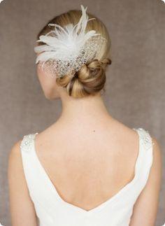 Opulenter extravaganter Fascinator mit Schleier und Federn für ein ganz besonderes Brautstyling.