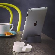Our Bosign iPad Stands are perfect for the demands of the modern home chef who search recipes, watch cooking videos and listen to music while cooking! It fits all iPad models, as well as Windows surface, Nook and Kindles. Available in 8 different colours! #Bosign #SwedishDesign #Design #TabletStand #ipadstand #silicione #functional #TechAccessories #CookingAccesories || www.homearama.co.uk