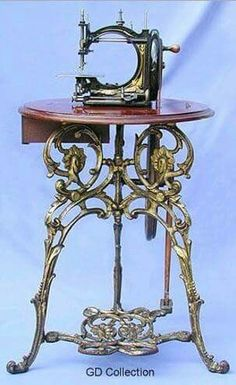 Lockstitch Machine With Treadle And Polished Walnut Table Manufactured By Gresha. - Lockstitch Machine With Treadle And Polished Walnut Table Manufactured By Gresham & Craven, Manches - Treadle Sewing Machines, Antique Sewing Machines, Sewing Box, Sewing Tools, Dress Sewing, Rose Shabby Chic, Sewing Machine Accessories, Vintage Sewing Notions, Walnut Table