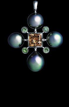 Jewellery Theatre - Pearl Dreams Collection -  Pendant,18K white gold, 1 diamond 3.36 ct,  4 emeralds 0.40 ct, dark pearls