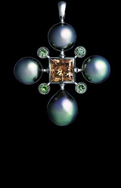 Jewellery Theatre: Jewellery pearl-dreams