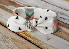 Knot bow headband pattern.  Free sewing headband pattern for baby and kids.  So easy and so cute!