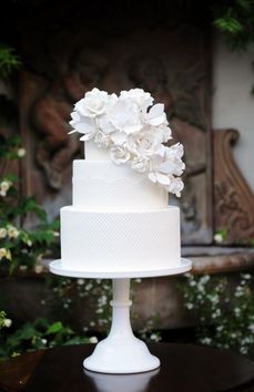White Cake | Sleek, clean, modern | Top heavy with detailed accents