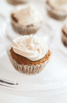 Carrot cake Cupcakes made with avocado and Creamy Maple Frosting (AIP/Paleo) Cinnamon Cupcakes, Carrot Cake Cupcakes, Cupcake Cakes, Paleo Sweets, Paleo Dessert, Healthy Desserts, Healthy Food, Healthy Cooking, Healthy Recipes
