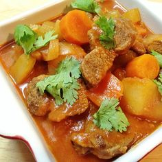 Simple one pot meals are wonder meals. Try this super easy but super tasty Beef Stew!