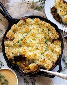 Shepherd's pie is truly a perfect comfort food dish. While the original is made with ground lamb or meat it is easily veganized by subbing the meat out for lentils! Vegetarian Shepherds Pie, Beef Pot Pies, Healthy Comfort Food, Vegan Thanksgiving, Glass Baking Dish, Frozen Peas, Casserole Dishes, Lentils, Food Dishes